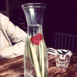 Agua saborizada de pepino y fresas